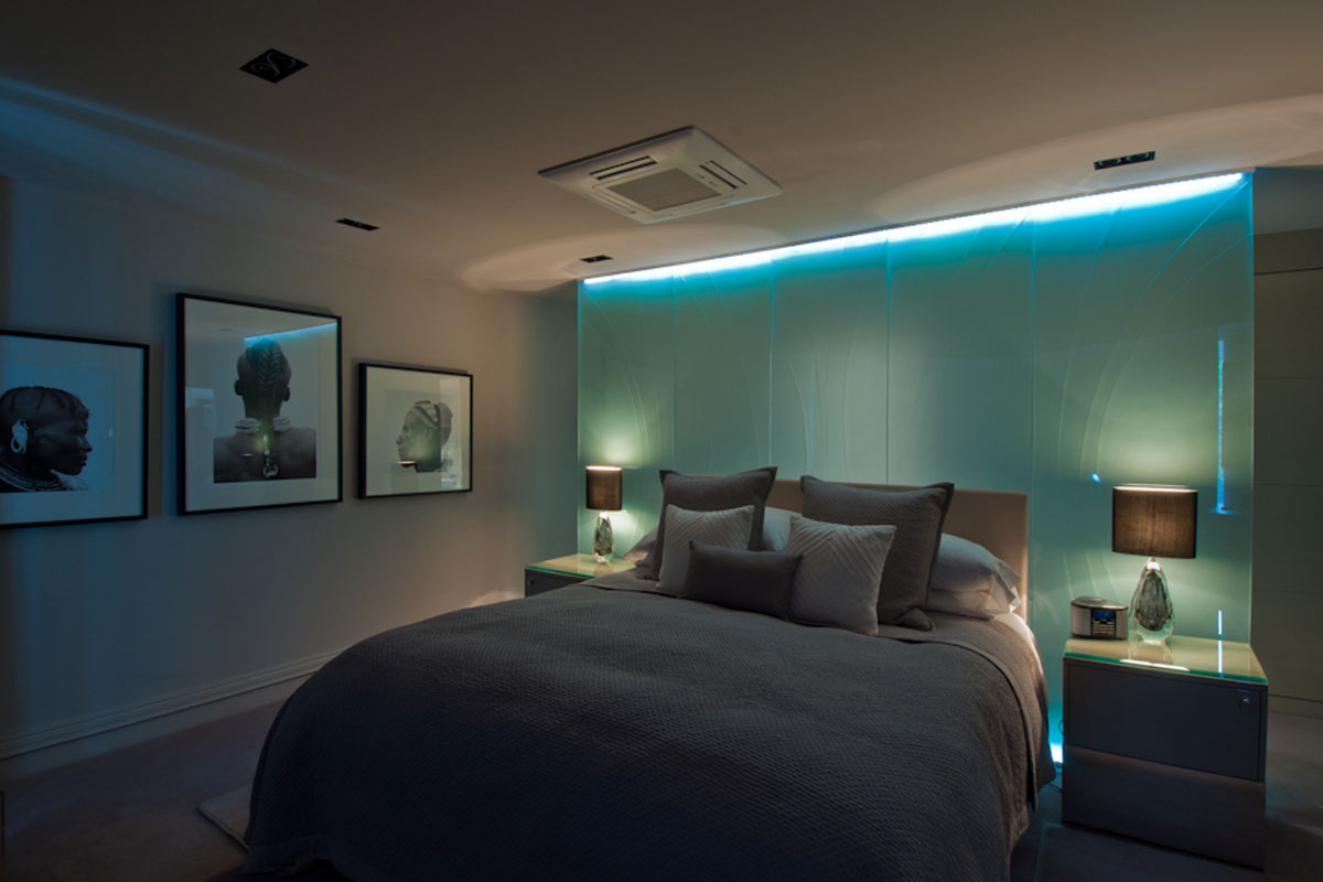 bedroom-with-glass-deep-etched-glass-wall.jpg - London Town House Residential Gallery - Definitive1 Interior Design