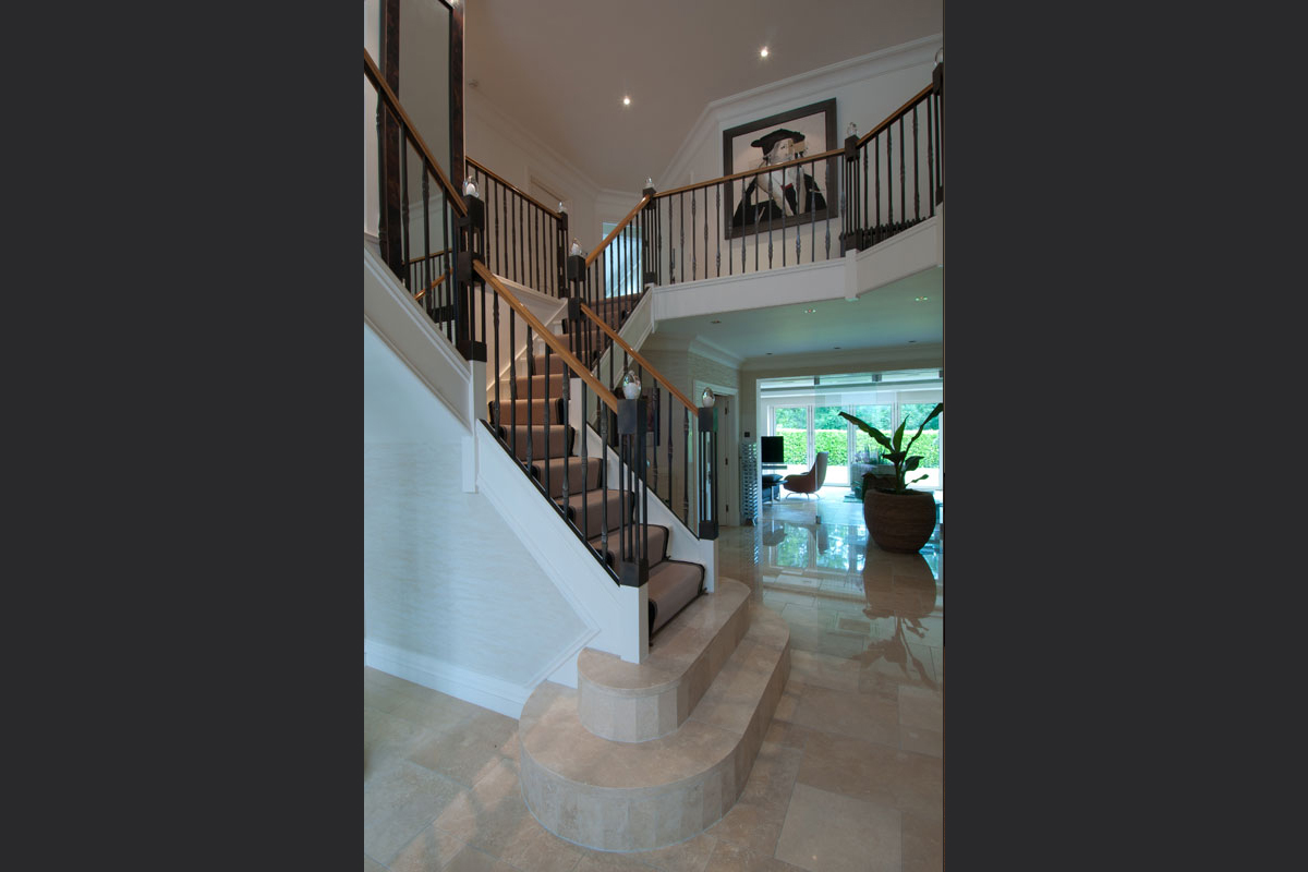 metal-staircase-with-oak-handrails-and-handmade-glass-newl-details