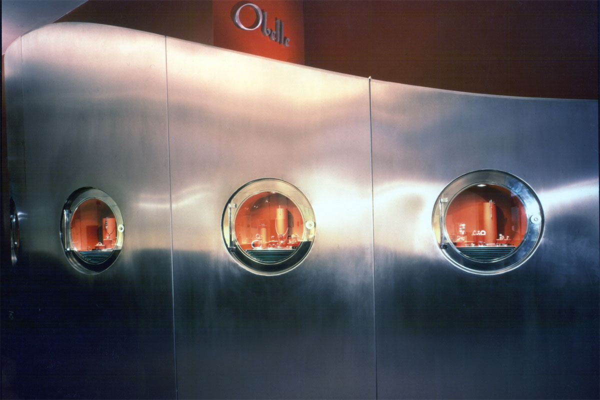 Porthole-dispaly-cases.jpg - Obelle Commercial Gallery - Definitive1 Interior Design
