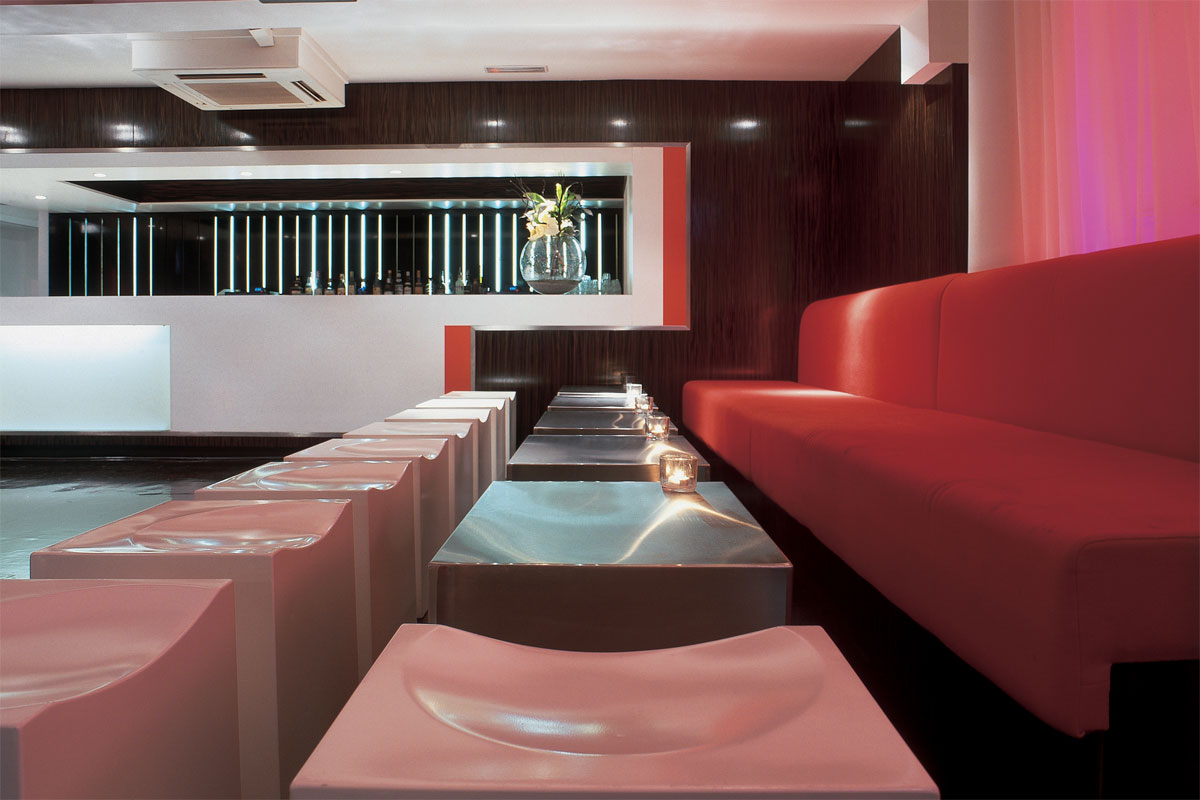 cube-seats-and-stainless-steel-tables